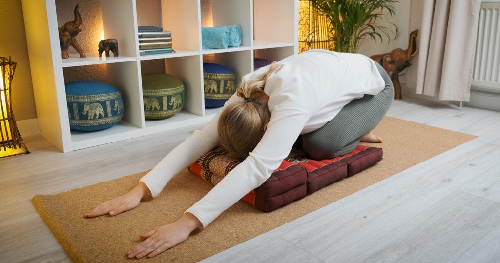 Yoga Morgenroutine lang Kindshaltung KIndspose