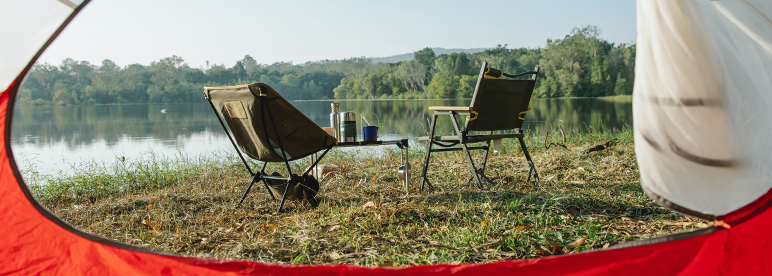 Packliste Camping Campingstuhl Campingstisch See Aussicht